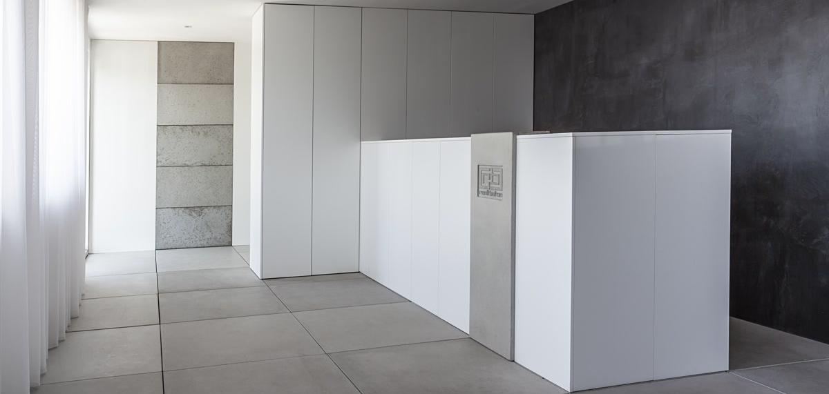 pohladovy_beton_stena_renit